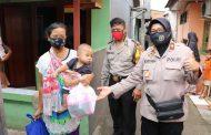 Bhayangkari Polres Metro Bekasi Kota Tebar Sembako Ke Warga Pekayon