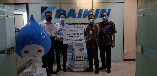 Daikin Group Salurkan Masker dan APD ke RS PON Jakarta dan Tenaga Medis