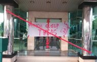 Kecewa Dana Covid-19 Tidak Transparansi, Mahasiswa Segel Kantor Bupati Karawang