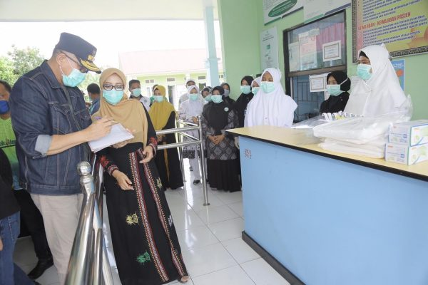 Plt Gubernur Aceh Salurkan Bantuan APD untuk Rumah Sakit Rujukan Covid-19