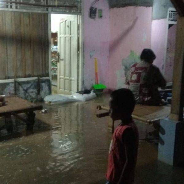 Puluhan Rumah di Pesisir Pantai Utara Karawang Direndam Banjir Rob