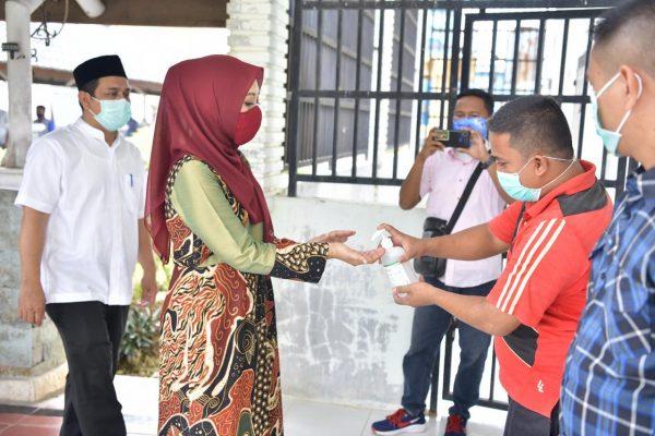 Pemprov Aceh Salurkan APD ke RSUD Aceh Tamiang