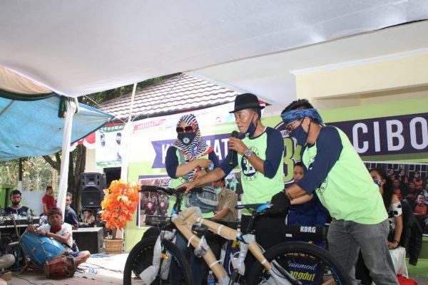 Bersepeda, Kang Jimat Imbau Warga Patuhi Protokol Kesehatan