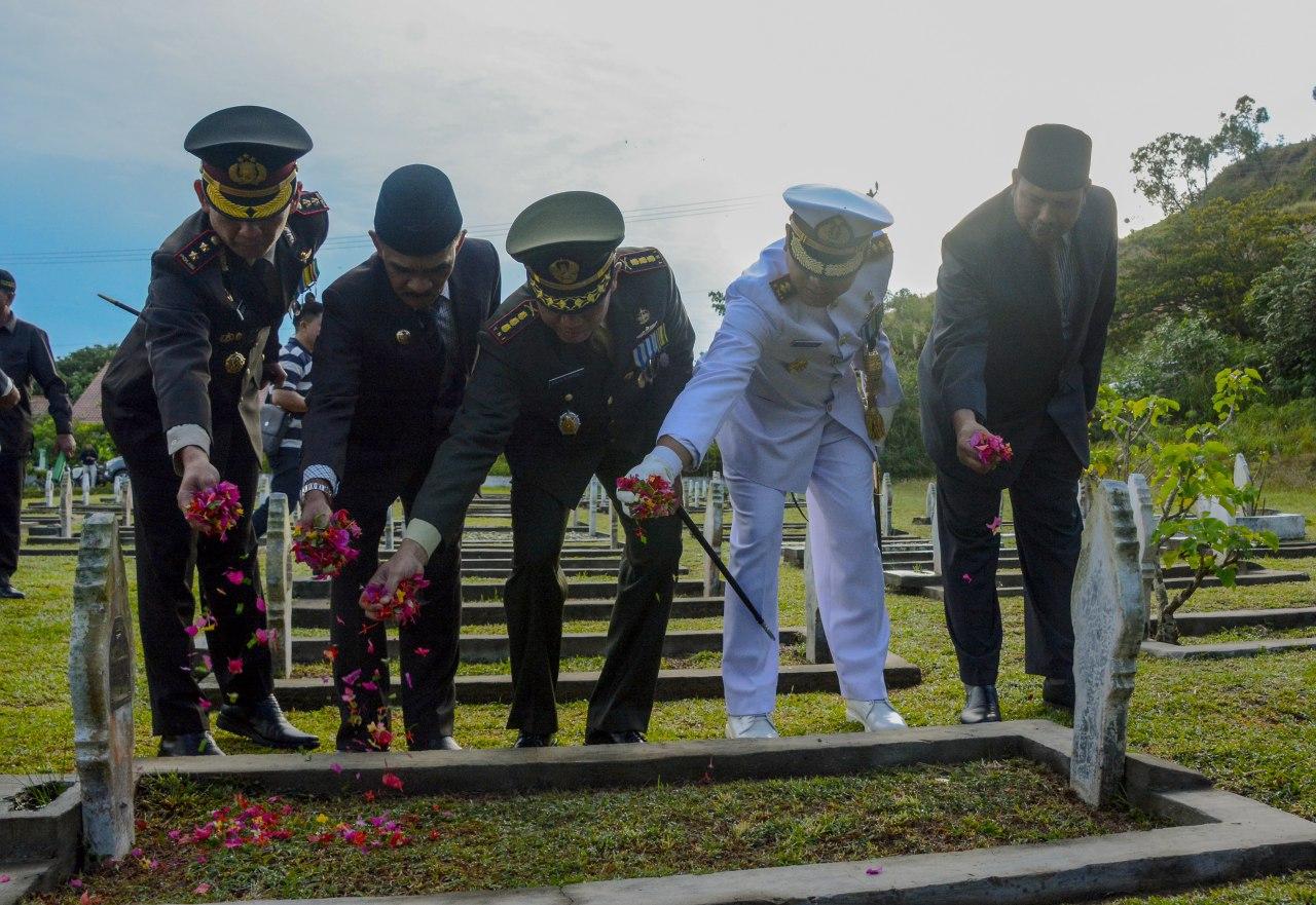 Peringati Hari Pahlawan, Danrem 011/LW dan Muspida Ziarah ke Taman Makam Pahlawan