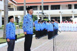 Bupati Aceh Utara, H.Muhammad Thaib bertindak sebaga inspektur upacara peringatan Hari Ibu ke-89