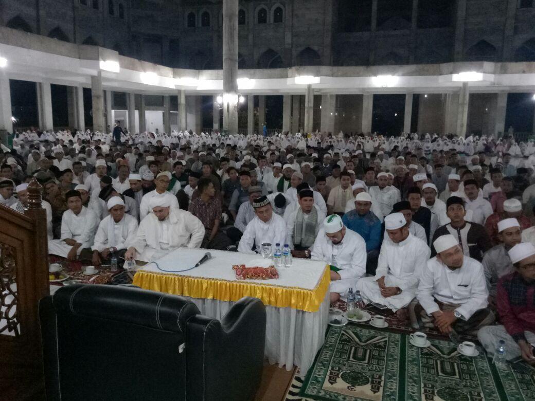 Peringati 13 Tahun Tsunami Aceh, Ribuan Warga Zikir Berjamaah