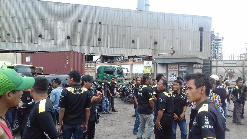 LSM GMBI dan Warga Purwakarta Demo PT Indo Rayon Barat