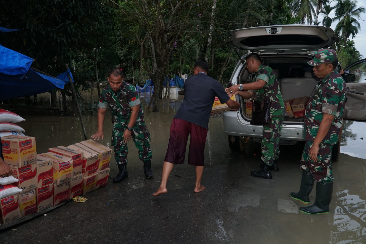Olahraga Wujud Silahturahmi TNI dan Polri di Karawang