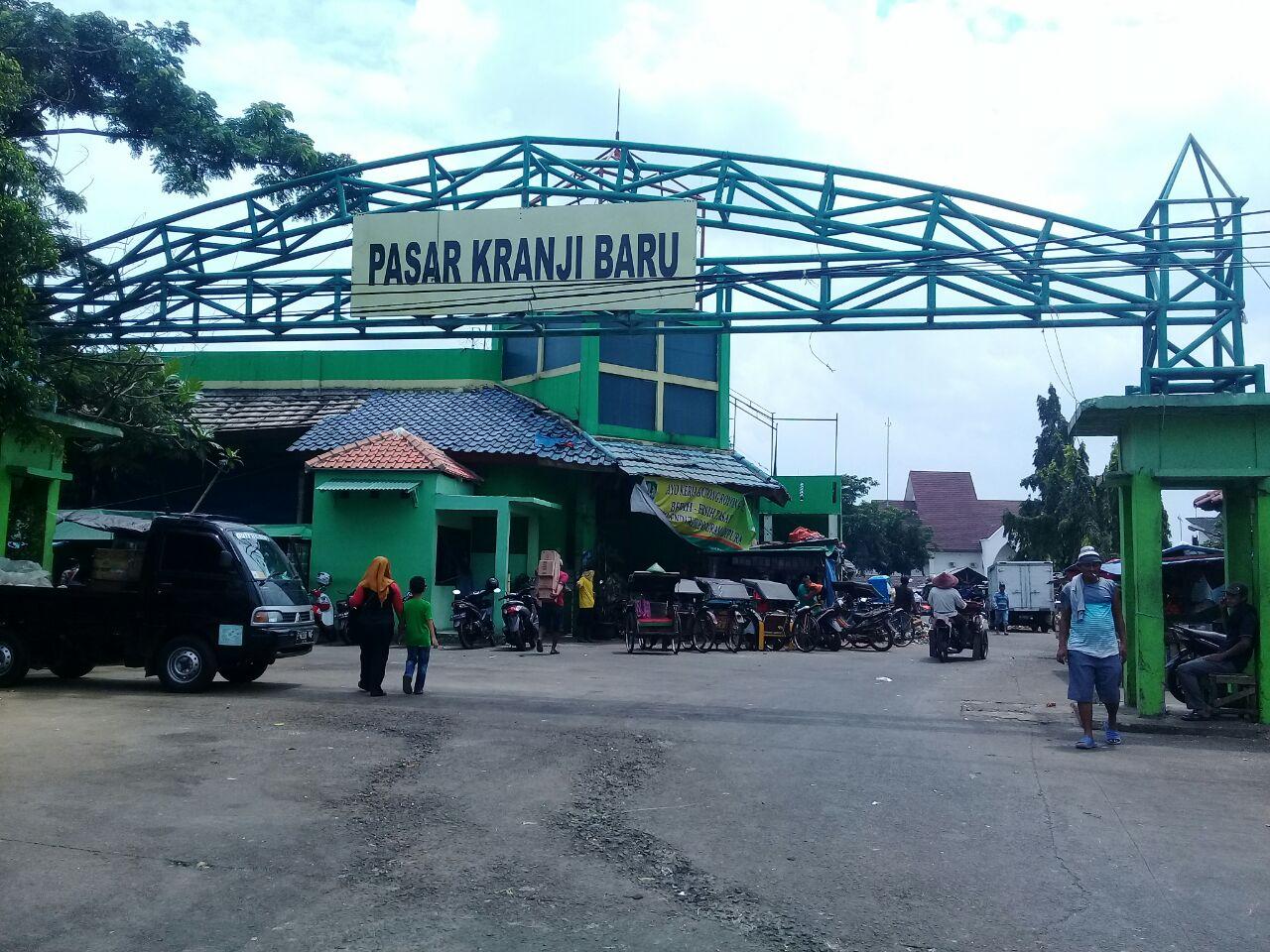 UPTD Pasar Baru Kranji Gandeng Bulog Tekan Harga Sembako