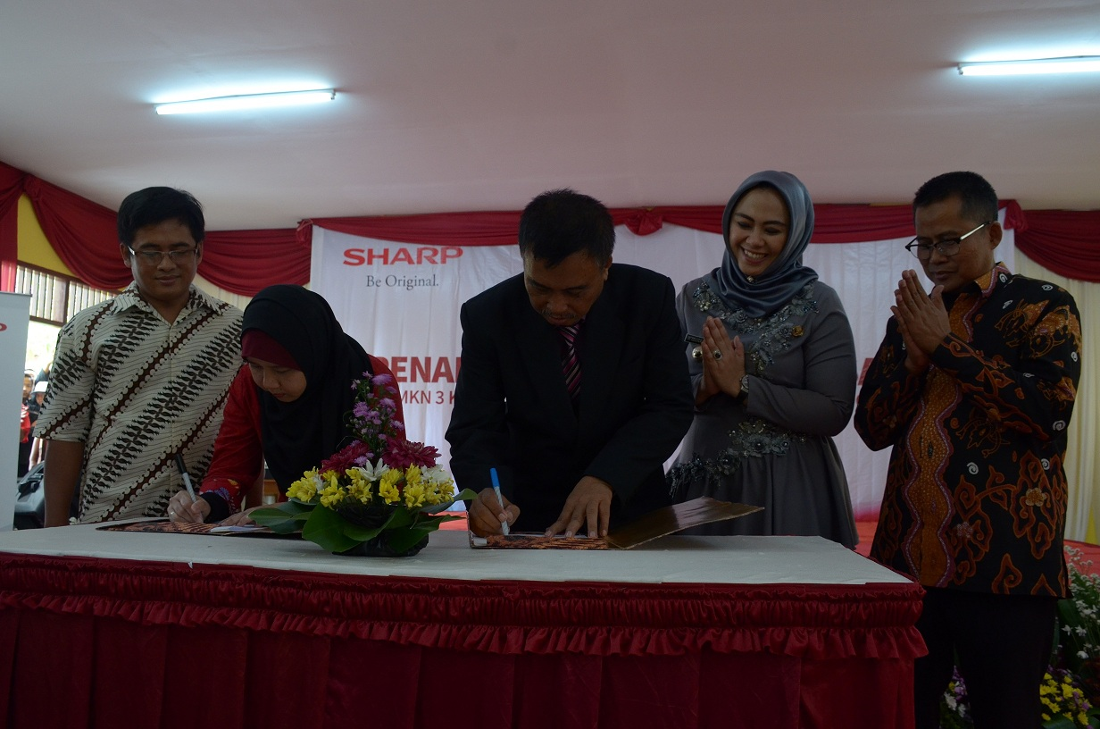 Perdalam Ilmu Teknologi Audio Visual, SMK 3 Karawang Kerjasama dengan PT Sharp Elektronic Indonesia