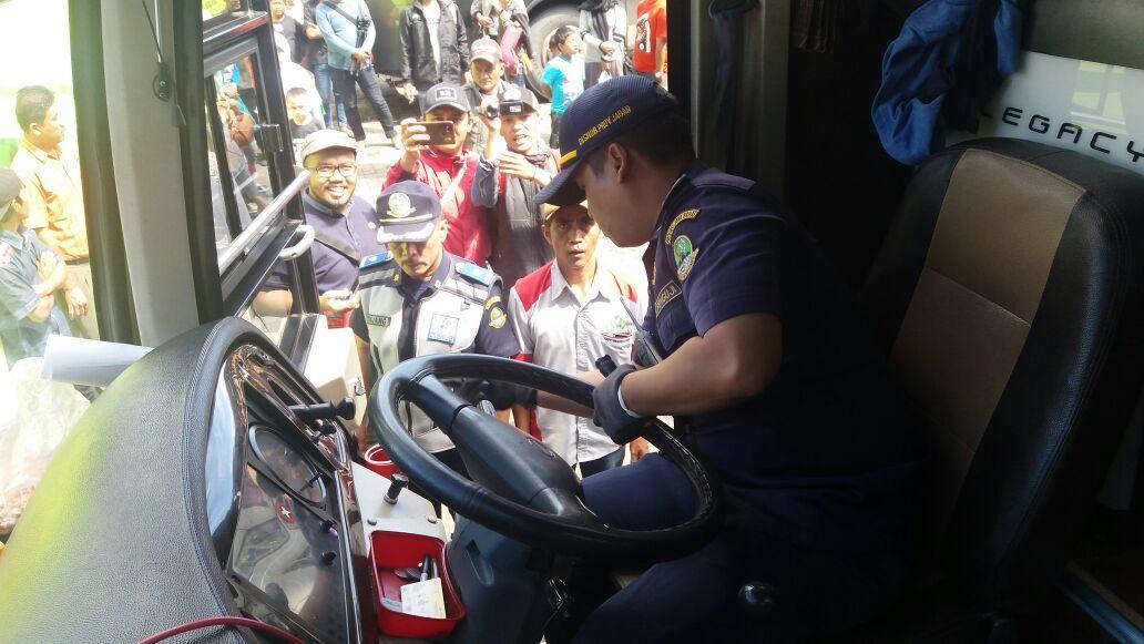 Dishub Bersama Polda Jabar Cek Bus Pariwisata di Lembang