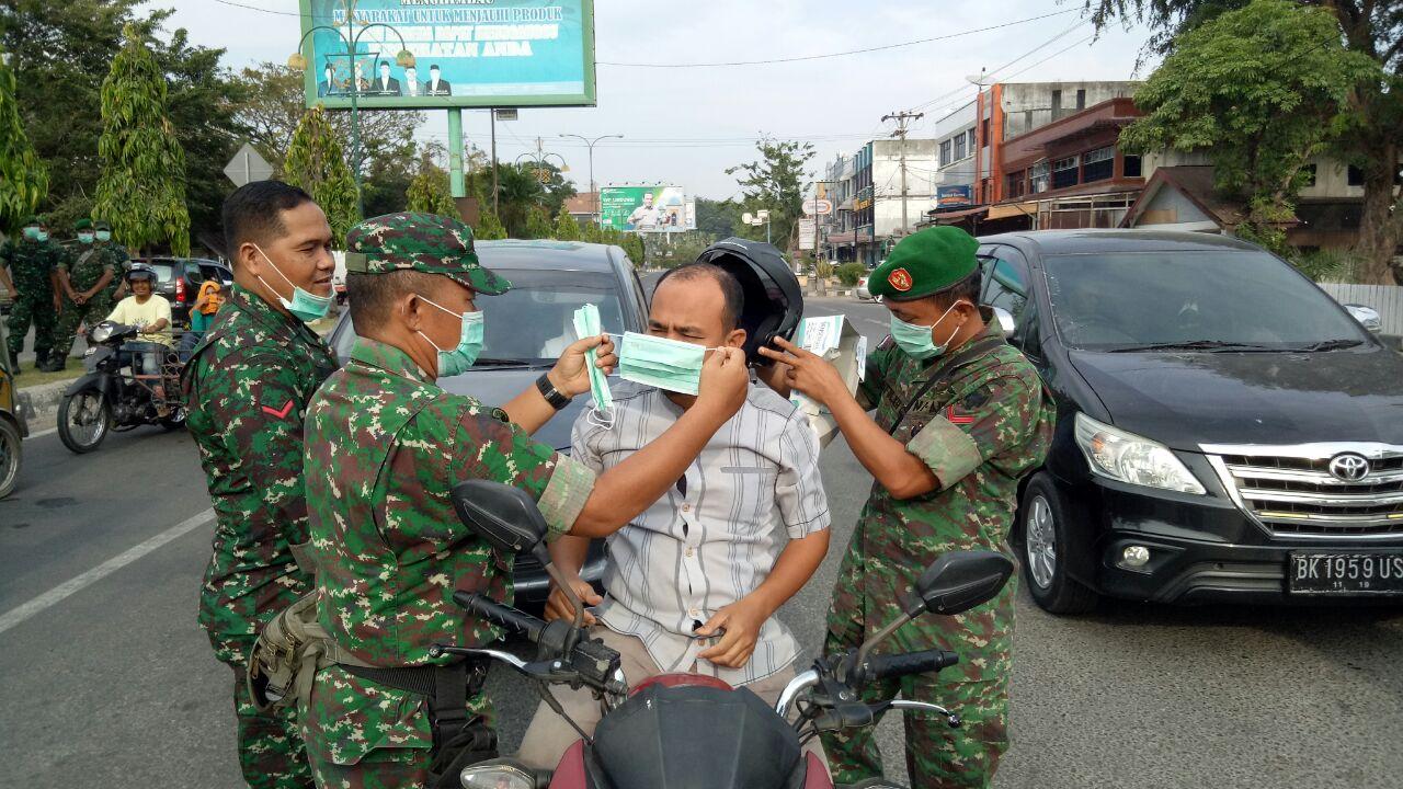 Dampak Erupsi Sinabung, Kodim 0103 Aceh Utara Bagikan Masker