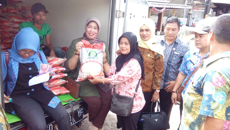 Disperindang Bandung Barat Operasi Pasar di CBP