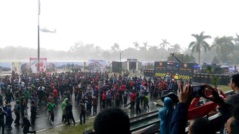 Hujan Angin Tambah Dramatis Sispam Pilgub Jabar