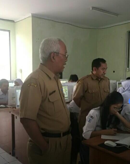 Kadisdik Pantau Hari Pertama Simulasi UNBK SMPN Kota Bekasi