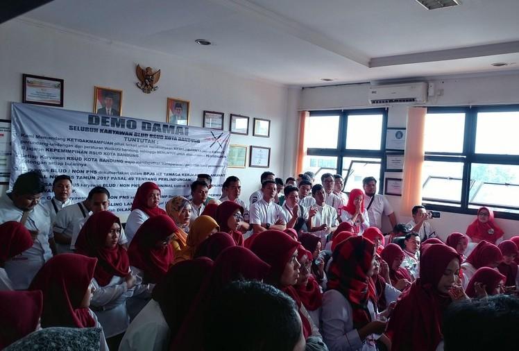 Ratusan Karyawan RSUD Bandung Demo Tagih Janji Pemerintah