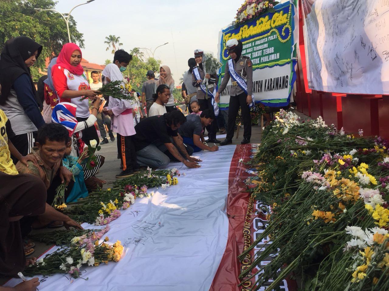 Polres dan Masyarakat Karawang Gelar Aksi Solidaritas Lawan Terorisme