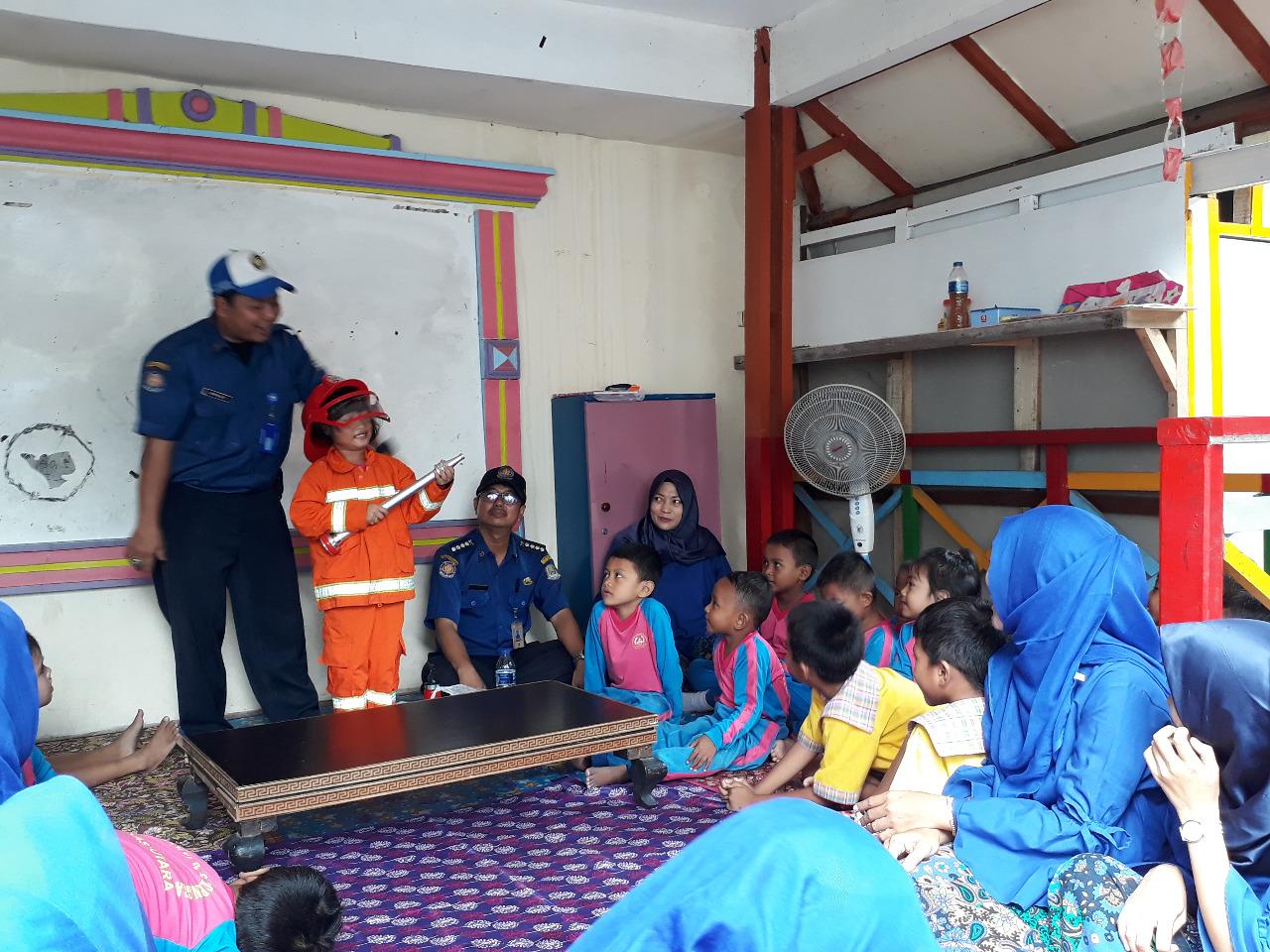 Disdamkar Kota Bekasi Berikan Penyuluhan Bahaya Kebakaran kepada Anak PAUD
