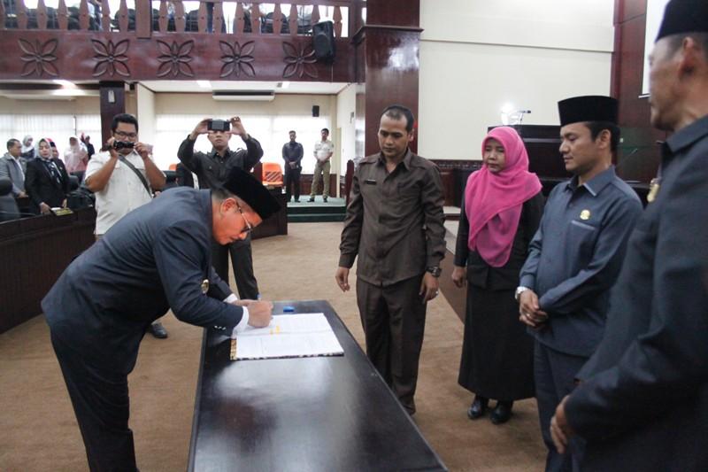 Rapat Paripurna DPRD Kota Bekasi Setujui 6 Raperda Menjadi Perda