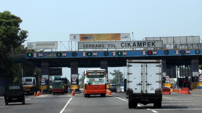 Pemerintah Bebaskan Tarif Tol Jakarta- Cikampek, Banyak Lubang di Sepanjang Jalan