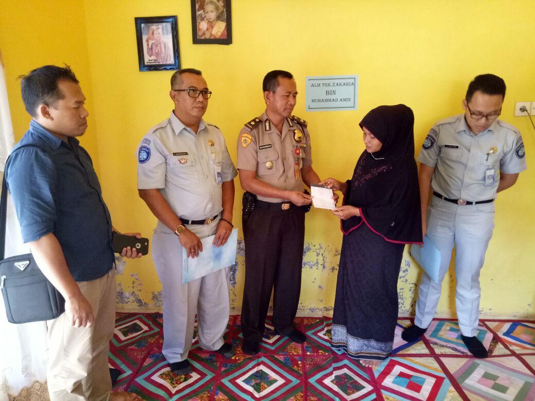 Ahli Waris Korban Tabrakan L300 Terima Santunan dari Polisi dan PT Jasa Raharja