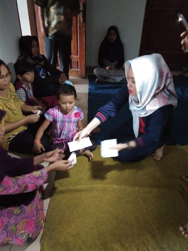 Balad Diana Bagikan Santunan ke Anak Yatim