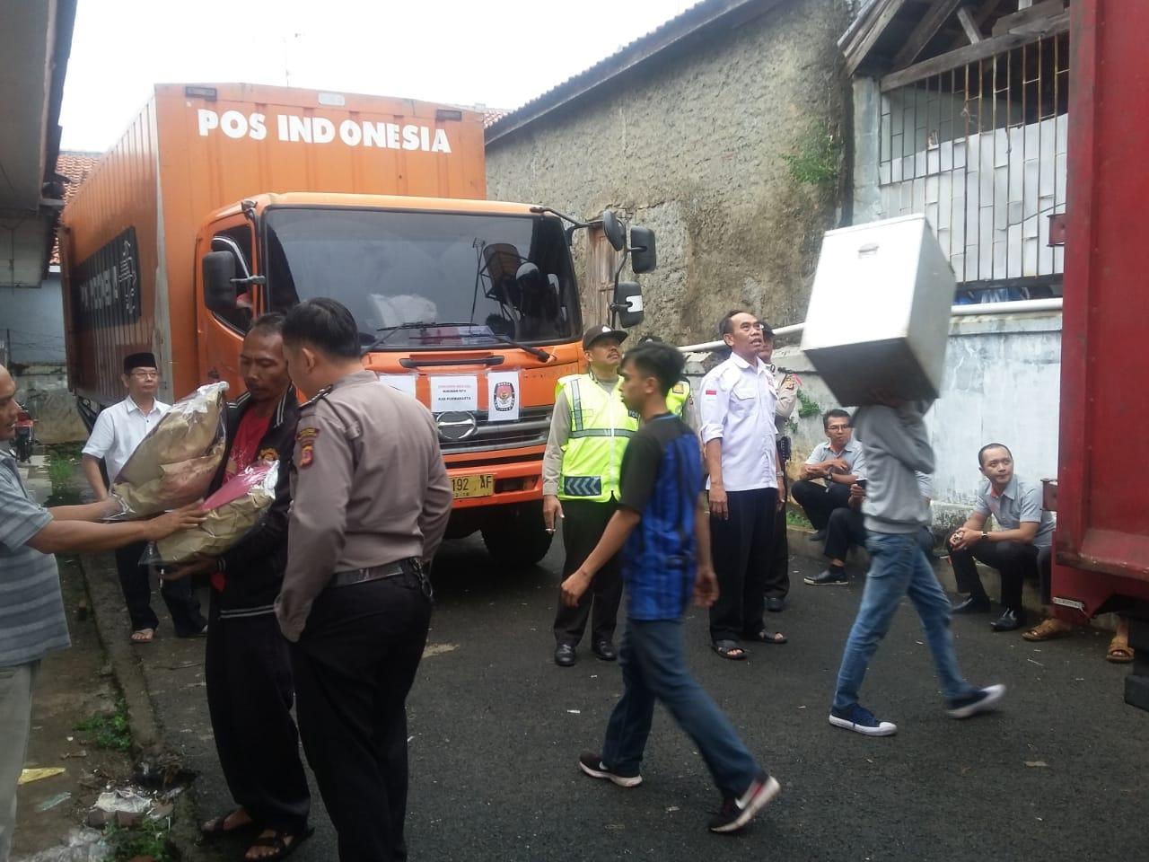 KPU Purwakarta Targetkan Distribusi Logistik TPS Selesai Hari Ini