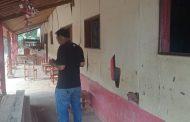 Siswa Berjalan 5 Kilometer untuk Bersekolah di SDN Kutanagara II yang Rusak Parah
