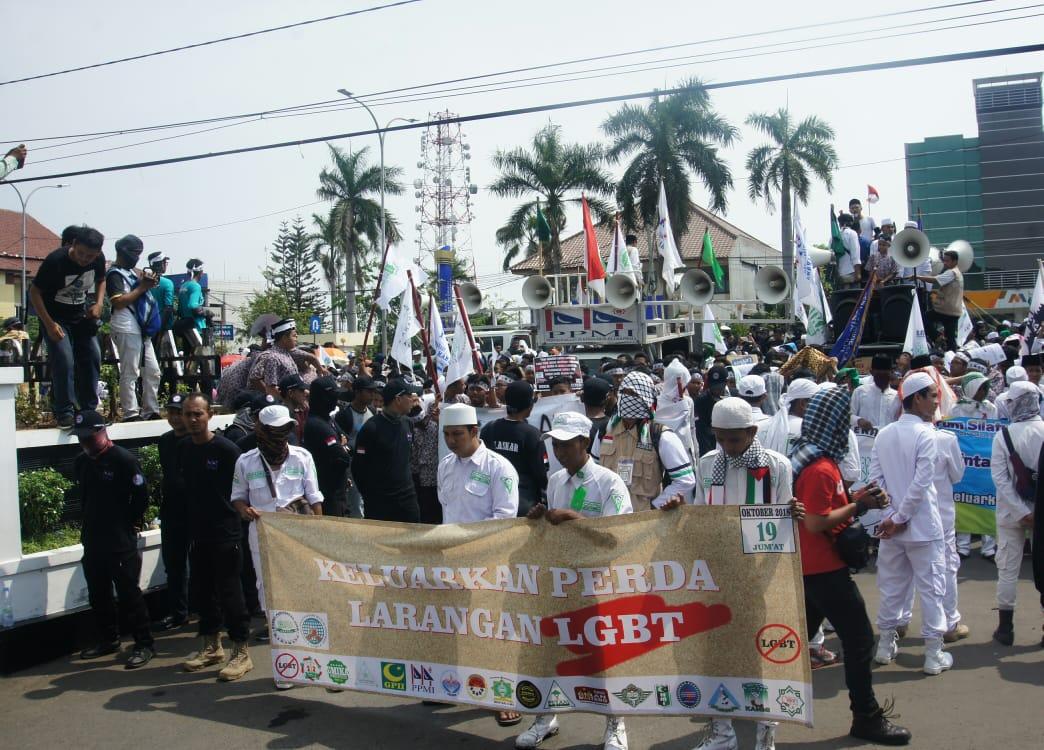 Tolak Kehadiran LGBT di Karawang, Aspika Gelar Unjuk Rasa di Kantor Bupati