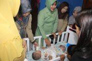 Ketua Persit KCK Kodim 0605 Subang Kunjungi Bayi Kembar Siam