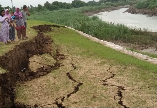 Curah Hujan Tinggi, Tanggul Citarum di Batujaya Berpotensi Jebol