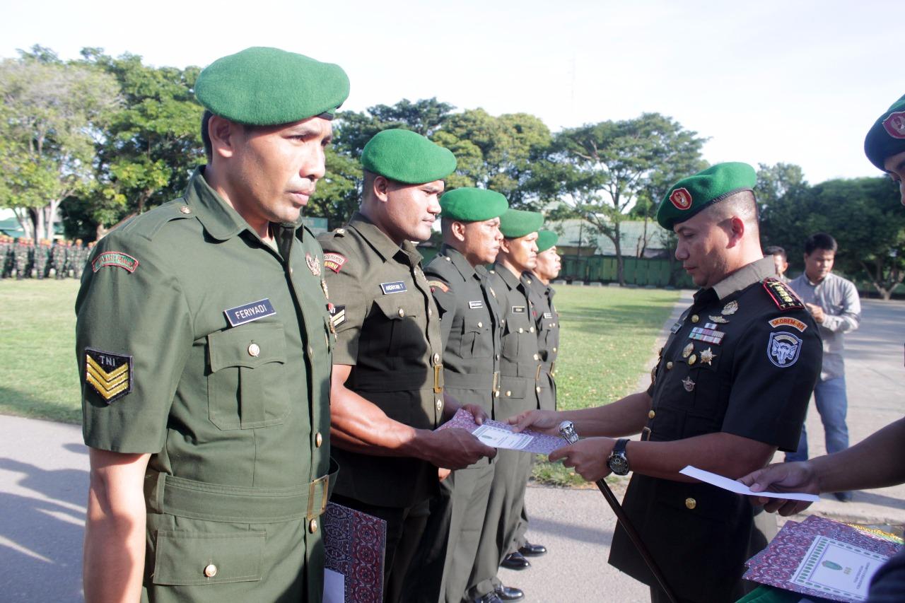 Delapan Prajurit TNI Korem 011 Lilawangsa Terima Penghargaan