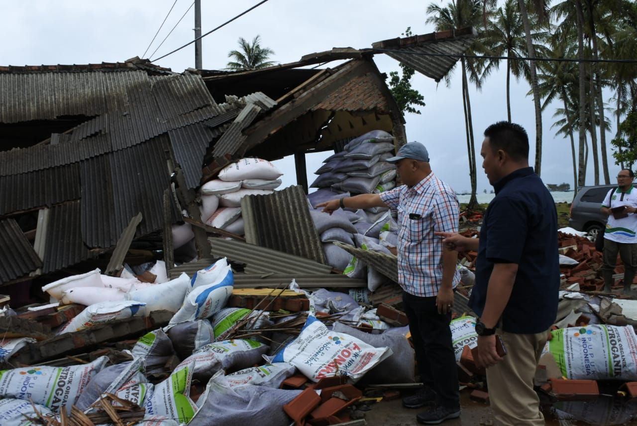 Peduli Tsunami Selat Sunda, PT Pupuk Kujang Bantu Korban Bencana