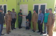 Muspika Lhoksukon Serahkan 282 Unit Rumah Duafa Bagi Warga Kurang Mampu