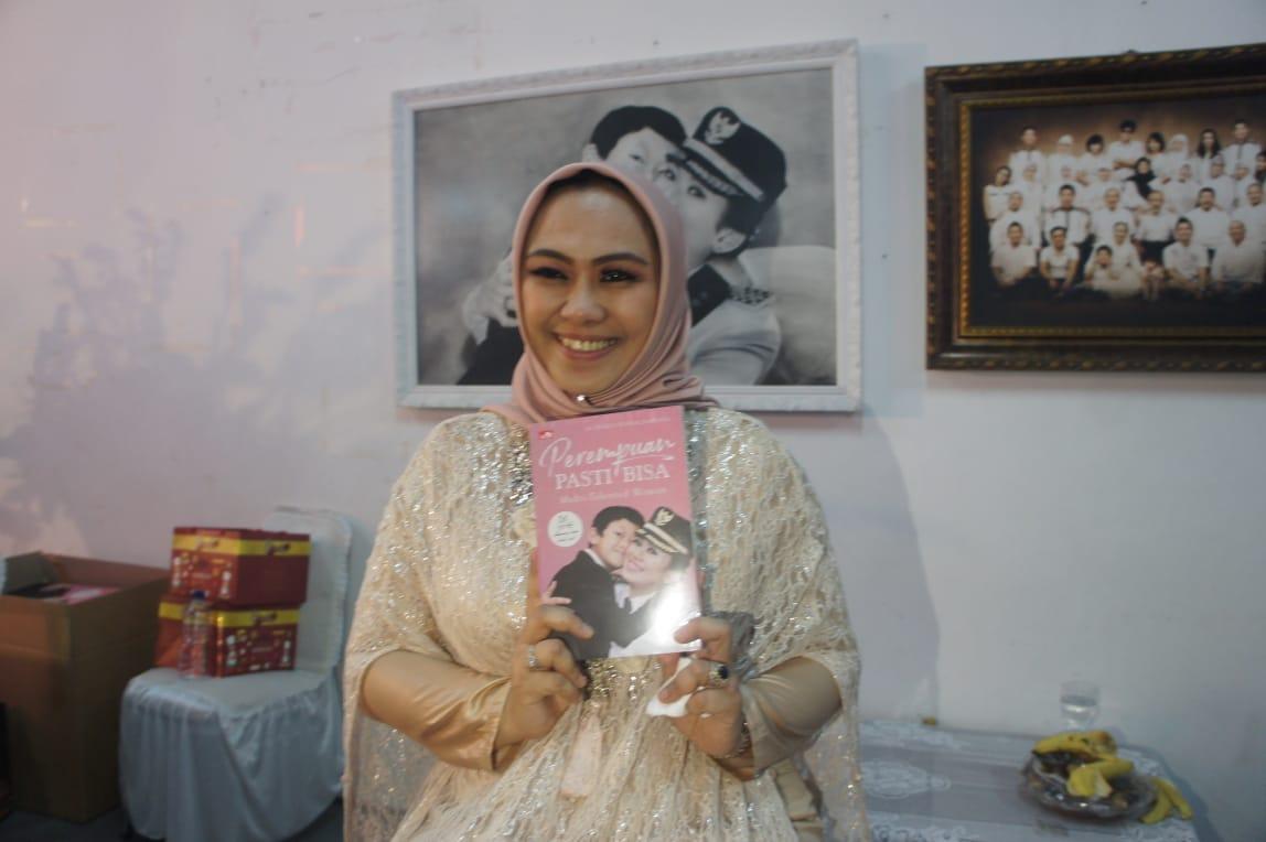 Bupati Cellica Luncurkan Buku untuk Memotivasi Single Mom