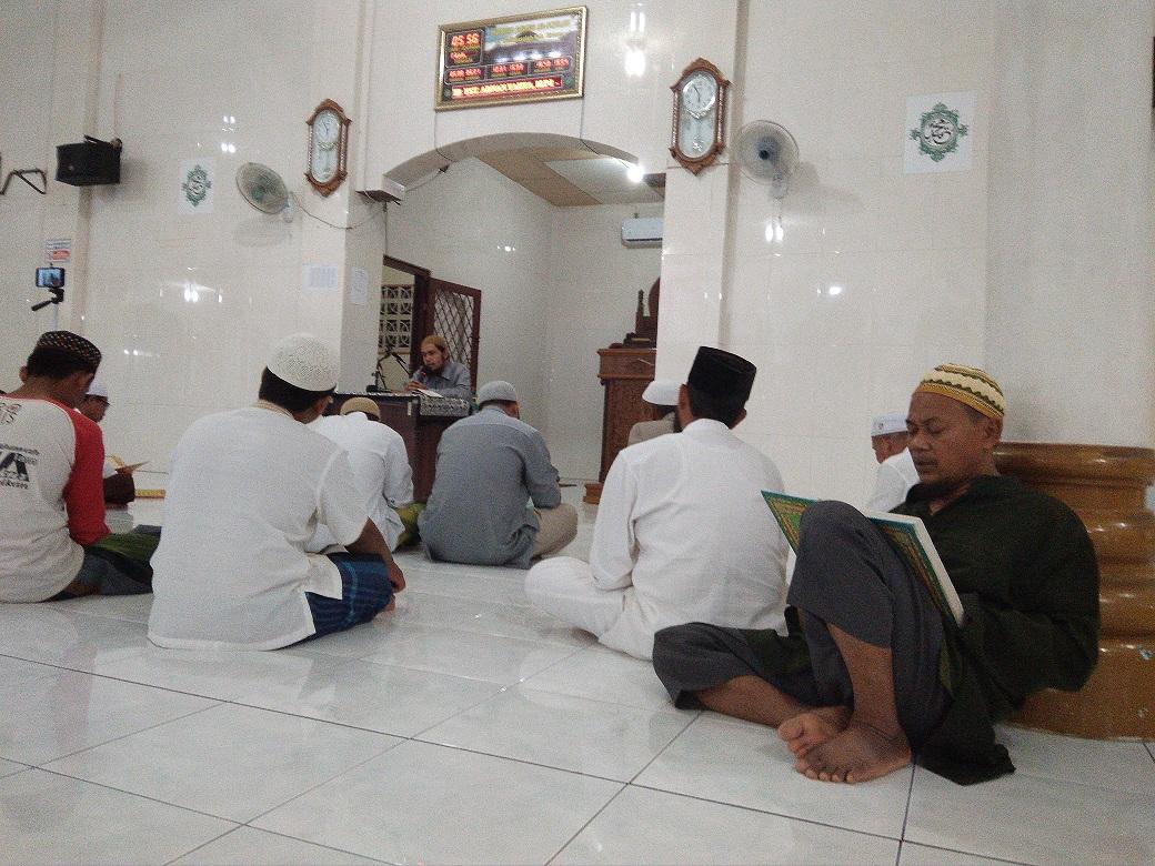 Usai Shalat Subuh, Jama'ah Masjid Al-Ikhlas Bireuen Ikut Kajian Al-Qur'an Khususnya Surah Alfatihah