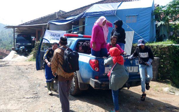 Tagana Siapkan Dapur Umum untuk Korban Longsor di Desa Kidangpananjung