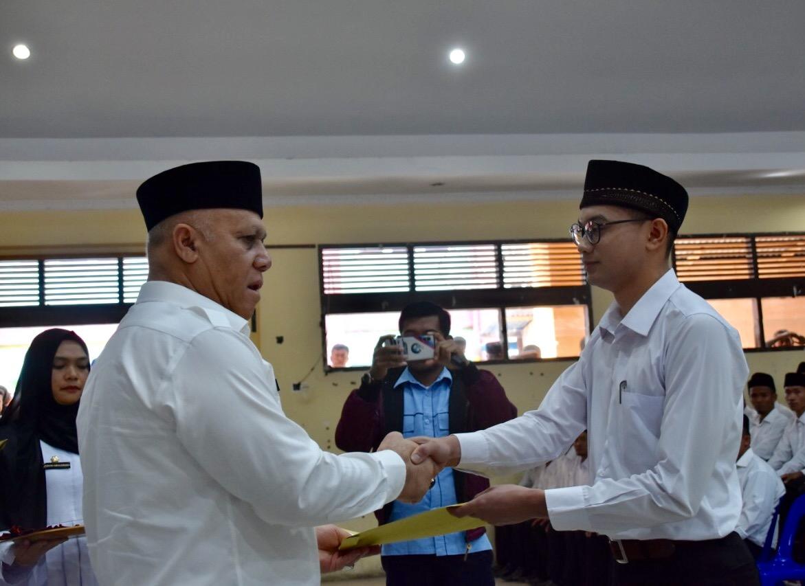 Bupati Aceh Tengah Serahkan 242 SK CPNS Formasi 2018 dan 2019