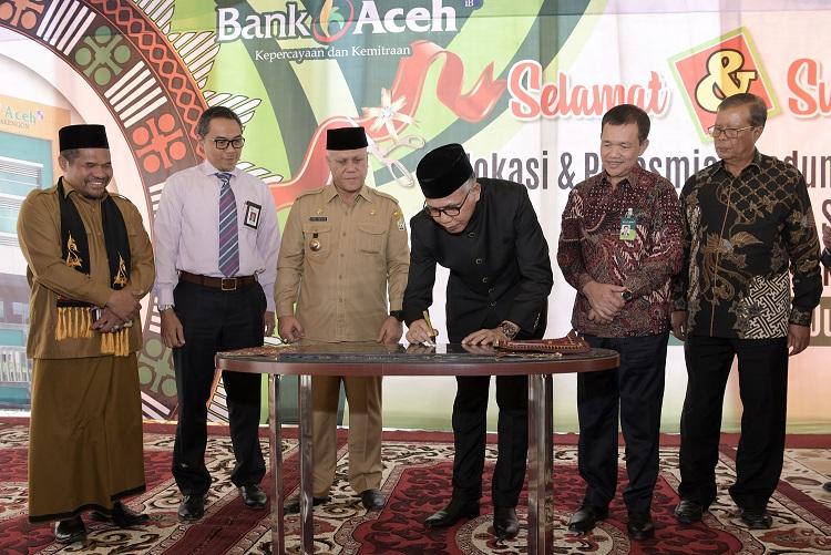 Pemprov Aceh Minta OJK dan BI Bina Bank Aceh Syariah