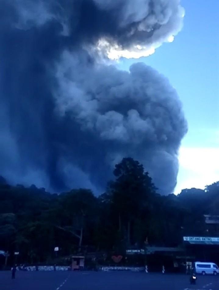 Gunung Tangkuban Perahu Meletus, Masyarakat Diminta Waspada
