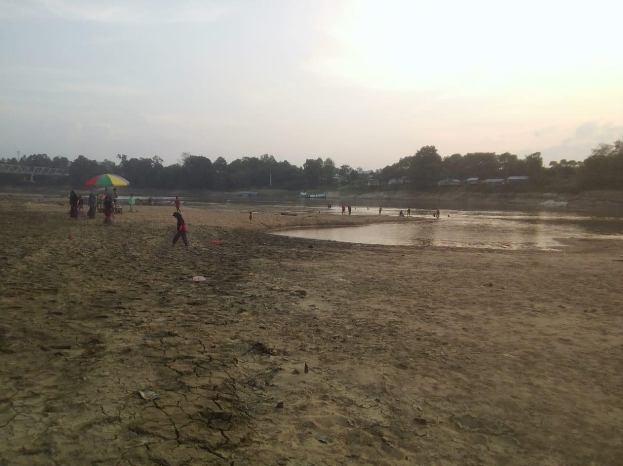 Kemarau Panjang Mengakibatkan Sungai Melawi Terancam Kekeringan