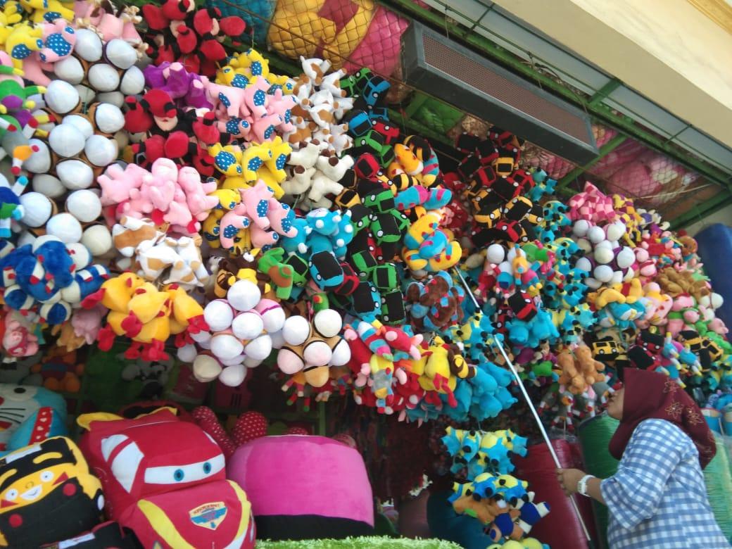 Hidup dari Boneka di Kampung Boneka Karawang