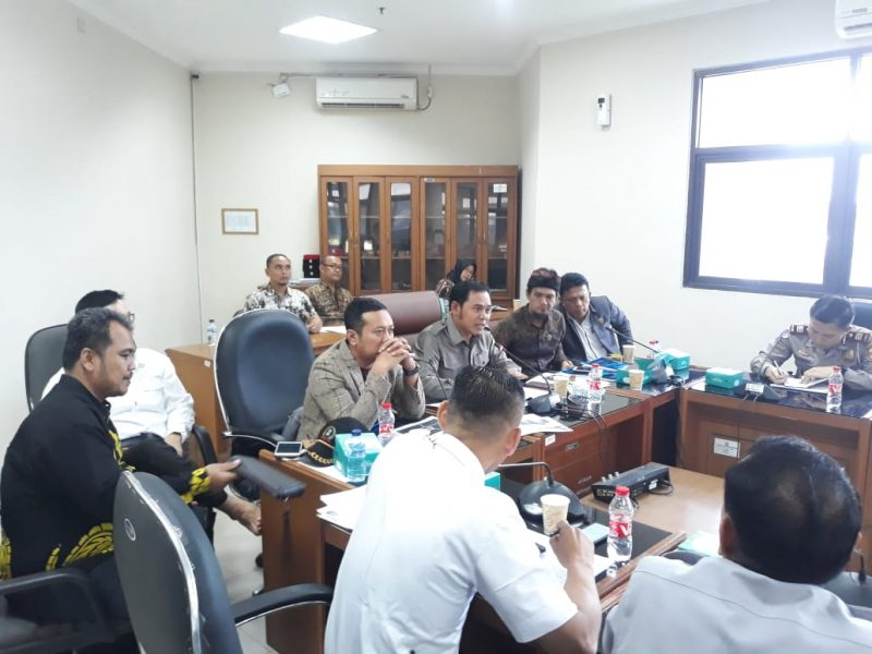 DPRD Desak PT KAI Buka Perlintasan Kereta Api Warung Bambu