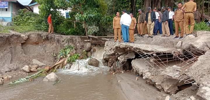 Banjir Bandang di Desa Holbung Akibat Curah Hujan yang Tinggi