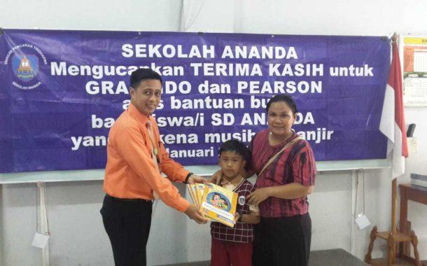 SDS Ananda Bekasi Ganti Buku Siswa yang Rusak Akibat Banjir