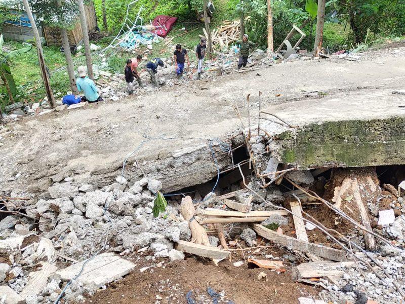 Satu Rumah Ambruk di Lembang Akibat Bencana Longsor