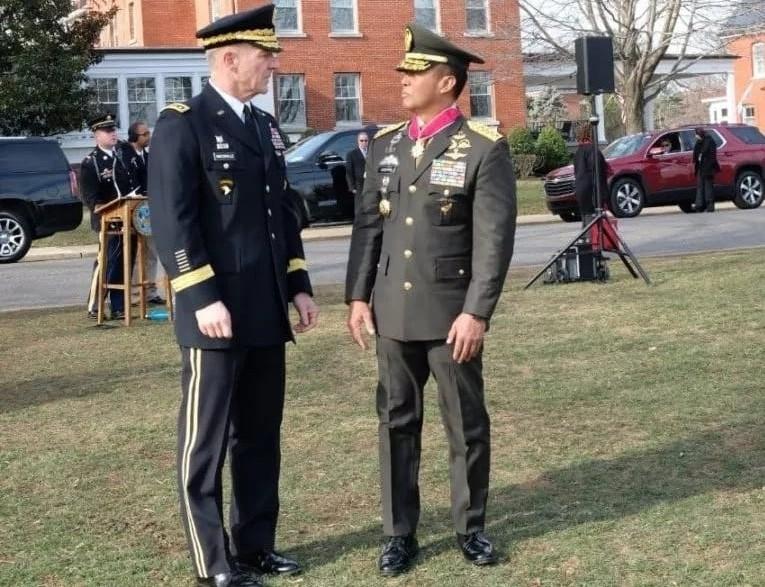 Dinilai Mampu Memperkuat Hubungan Angkatan Darat, KASAD Terima Medali Kehormatan dari Amerika Serikat