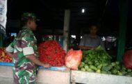 Babinsa Kodim 0103 Aceh Utara Pantau Harga Sembako di Pasar Tradisional