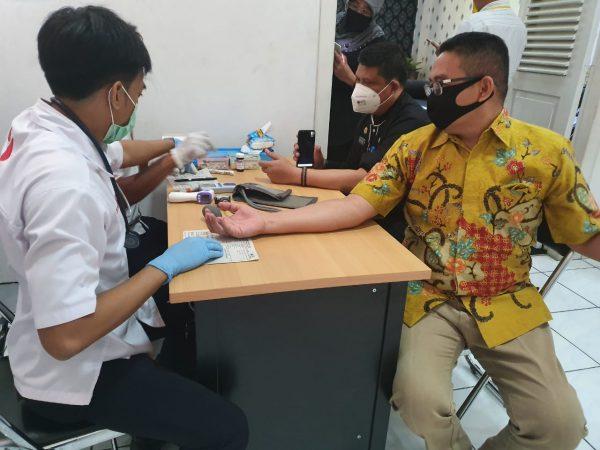 Ditengah Pandemi Covid-19, Setwan dan Anggota DPRD Purwakarta Donor Darah