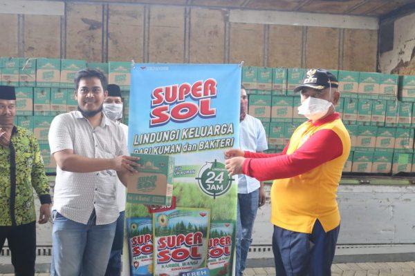 Walikota Bekasi Terima Bantuan Puluhan Ribu Botol Super Sol dari PD DMI